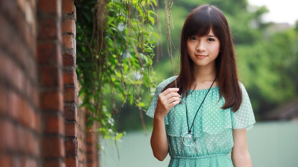 Молодая и красивая японка.