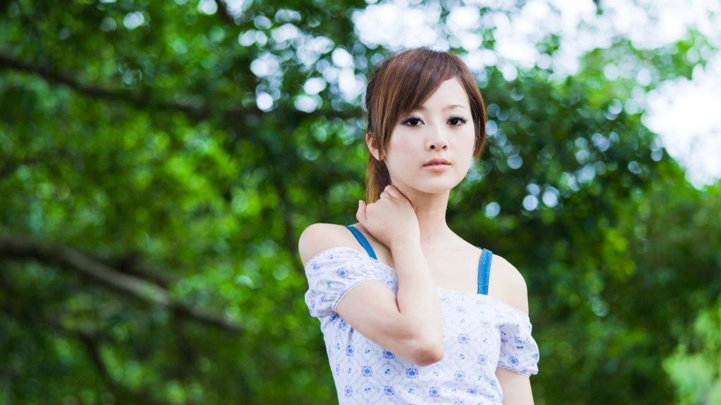 Молодая и невинная японка.