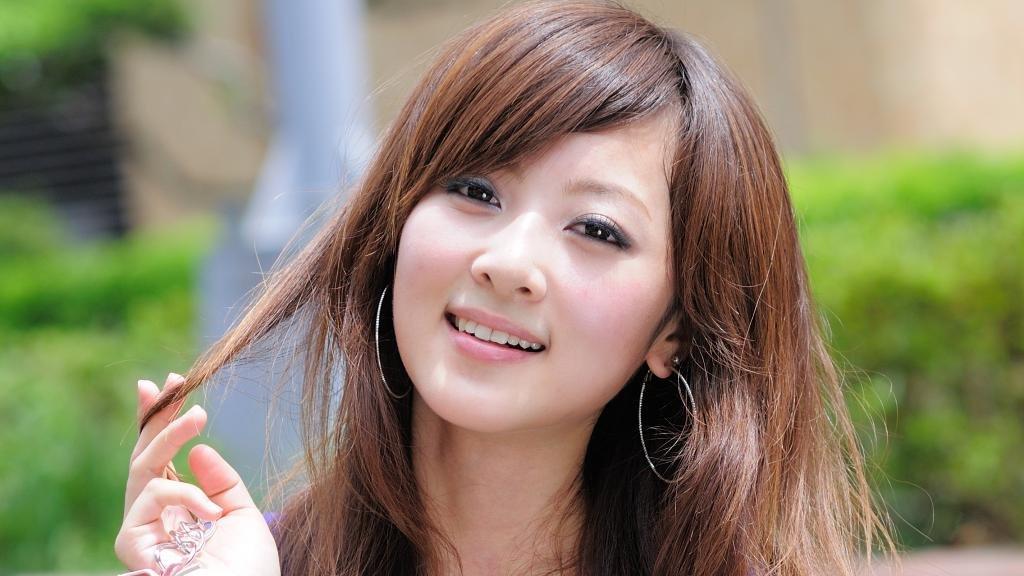 Японка с красивой улыбкой.